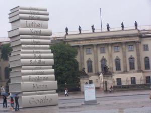 Escultura itinerante a la Historia de la Filosfía en Berlín